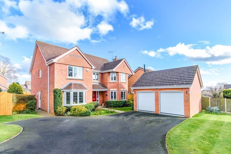 5 bed house for sale in Appletrees Crescent - Property Image 1