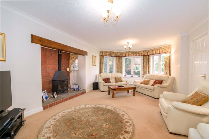 5 bed house for sale in Appletrees Crescent  - Property Image 2