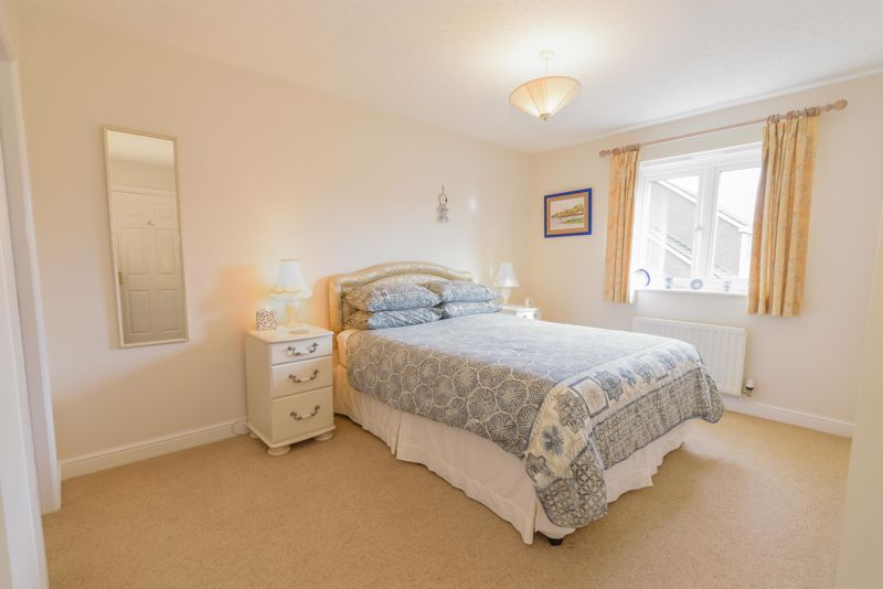 5 bed house for sale in Appletrees Crescent 11