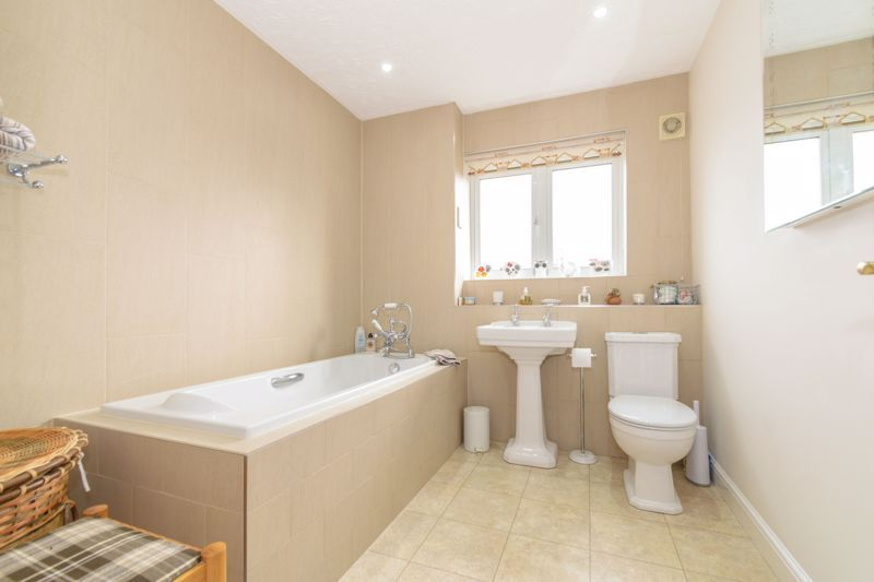 5 bed house for sale in Appletrees Crescent 12
