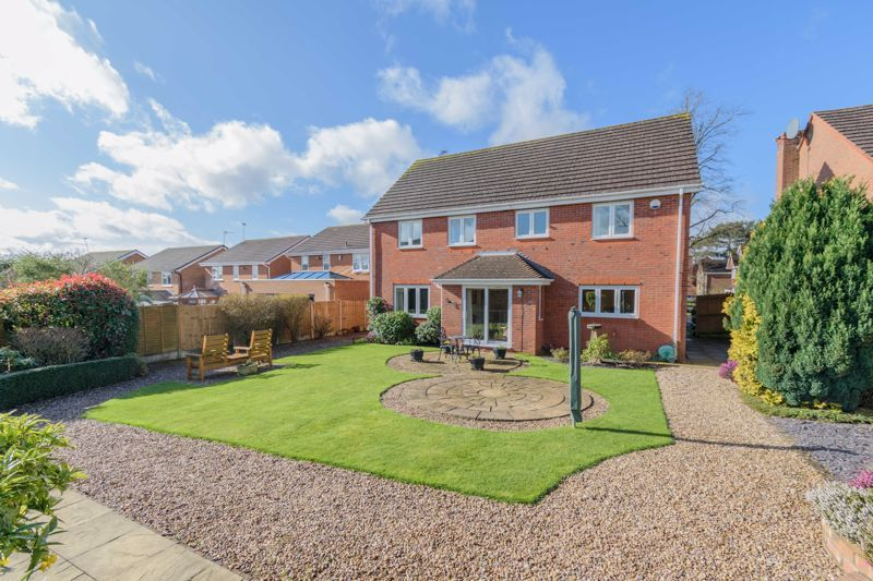5 bed house for sale in Appletrees Crescent 13