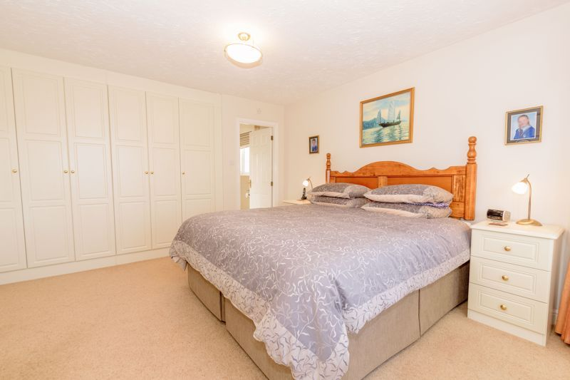 5 bed house for sale in Appletrees Crescent 15