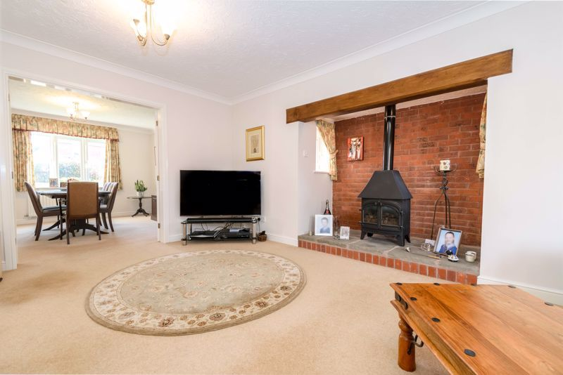 5 bed house for sale in Appletrees Crescent 3