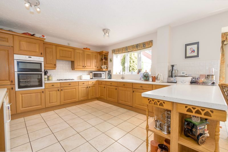 5 bed house for sale in Appletrees Crescent 5