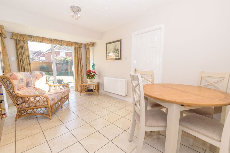 5 bed house for sale in Appletrees Crescent 6