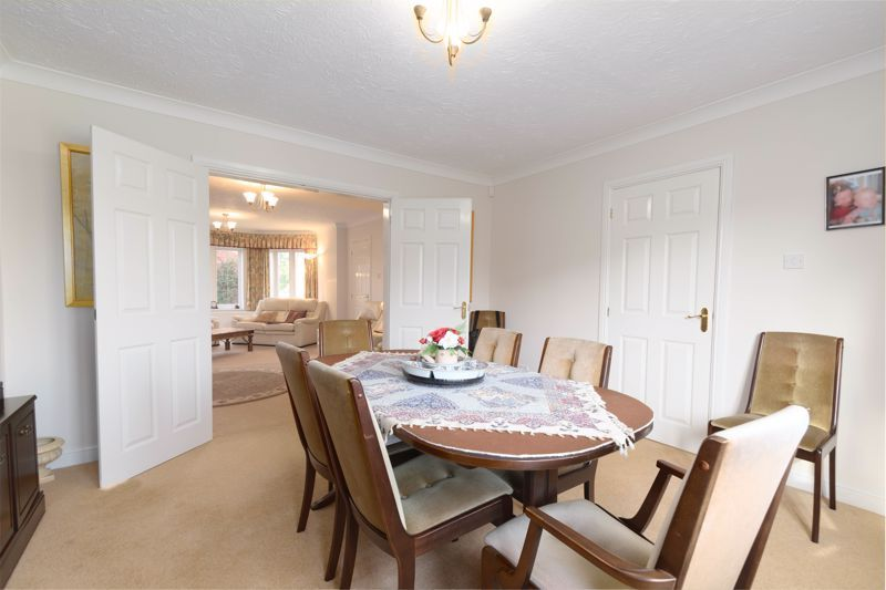 5 bed house for sale in Appletrees Crescent 7