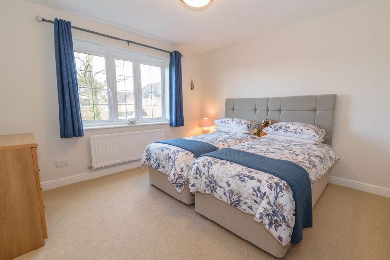 5 bed house for sale in Appletrees Crescent 9