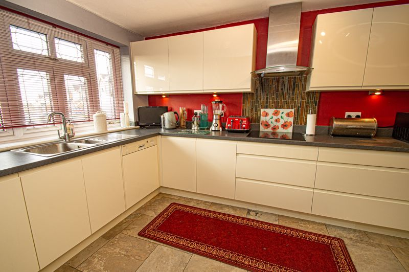 3 bed house for sale in Lea Park Rise 5