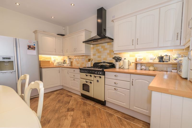 2 bed house for sale in Broad Street 4