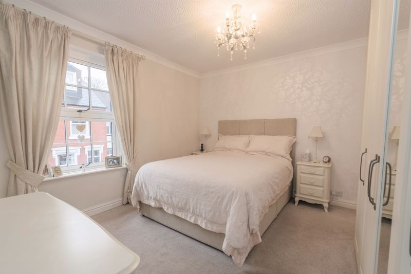 2 bed house for sale in Broad Street 9