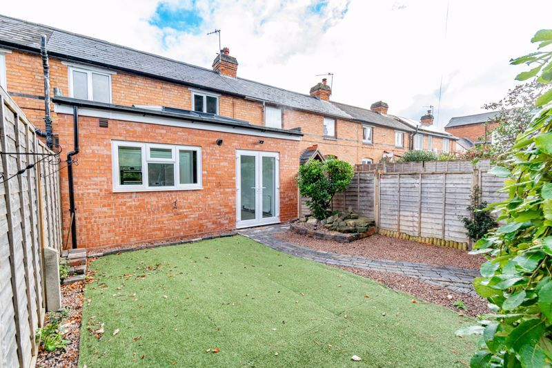 3 bed cottage for sale in Worcester Road 1