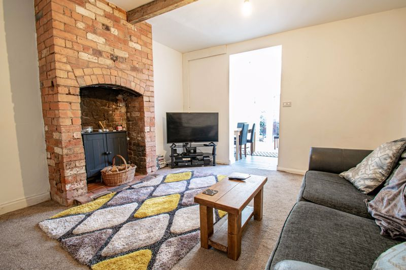 3 bed cottage for sale in Worcester Road  - Property Image 2