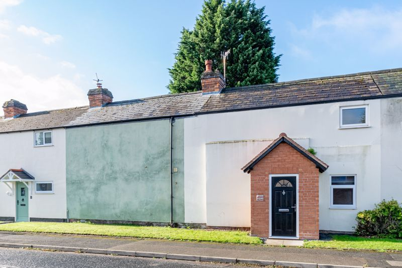 3 bed cottage for sale in Worcester Road 15