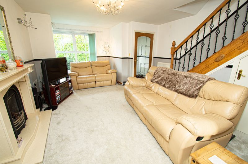 4 bed house for sale in Pulman Close  - Property Image 2