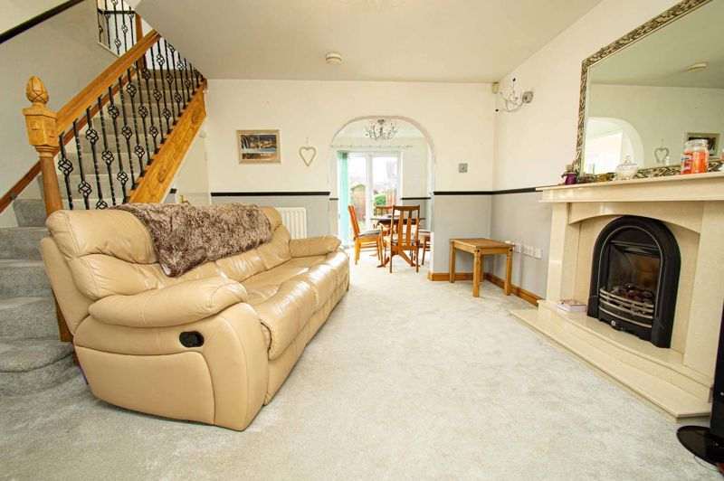 4 bed house for sale in Pulman Close  - Property Image 3