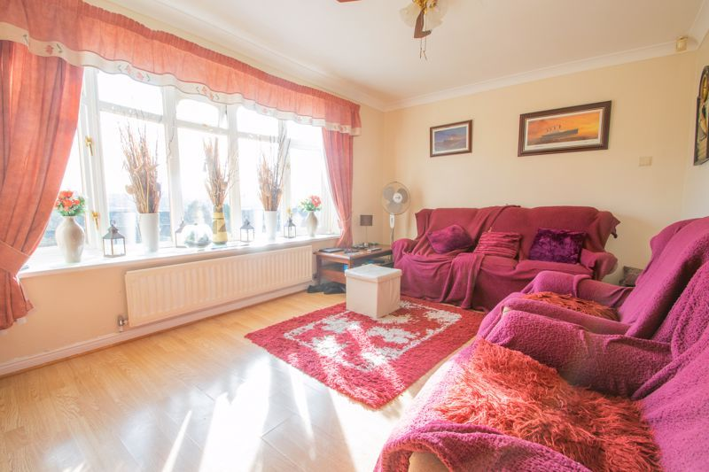 3 bed house for sale in Hordern Crescent 2