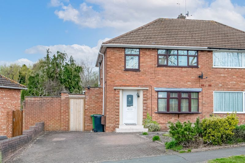 3 bed house for sale in Huntingtree Road 1