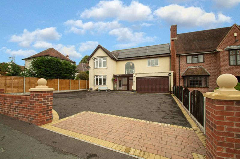 4 bed house for sale in Park Road  - Property Image 1