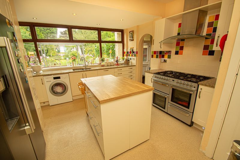 4 bed house for sale in Park Road  - Property Image 3