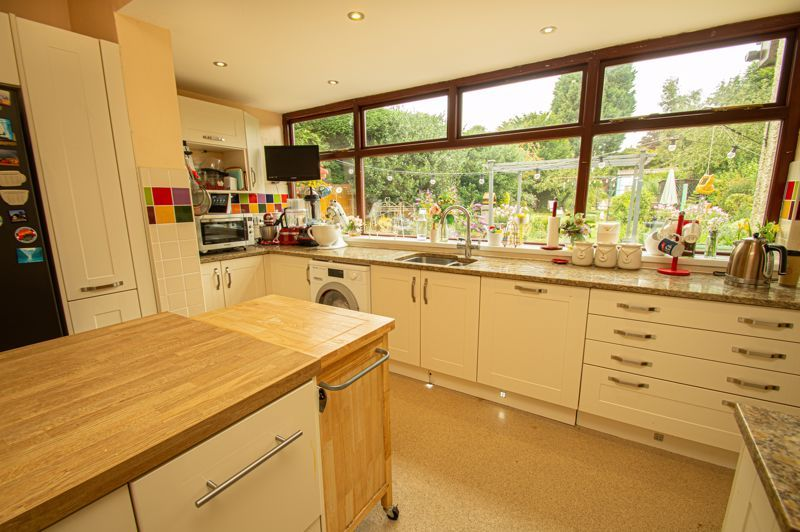 4 bed house for sale in Park Road  - Property Image 4