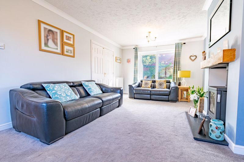 4 bed house for sale in Appletrees Crescent, Woodland Grange  - Property Image 2
