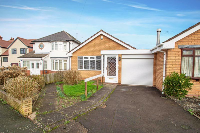 2 bed bungalow for sale in Newlands Drive 1