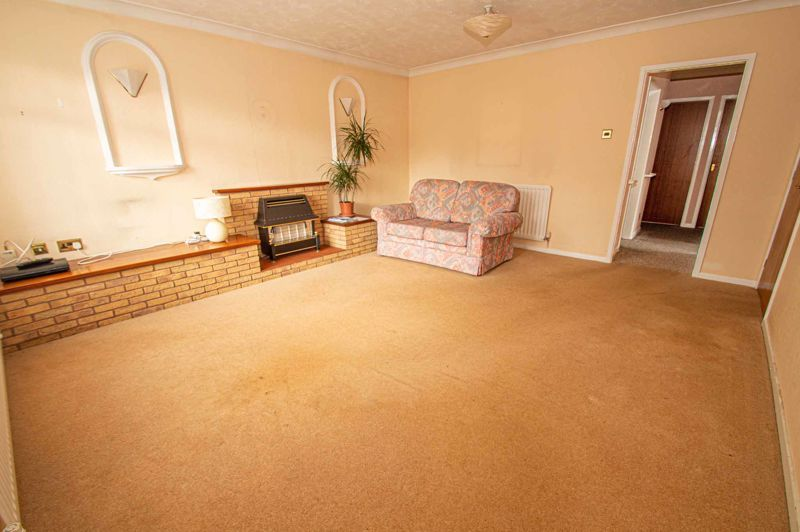 2 bed bungalow for sale in Newlands Drive  - Property Image 2