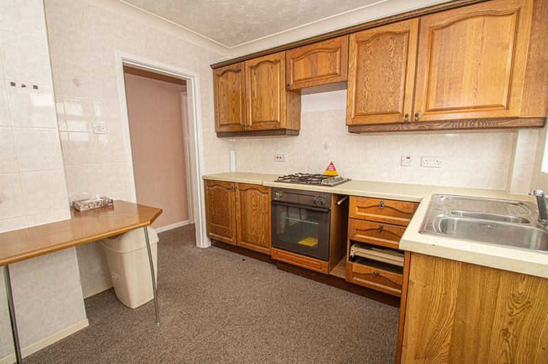 2 bed bungalow for sale in Newlands Drive 5