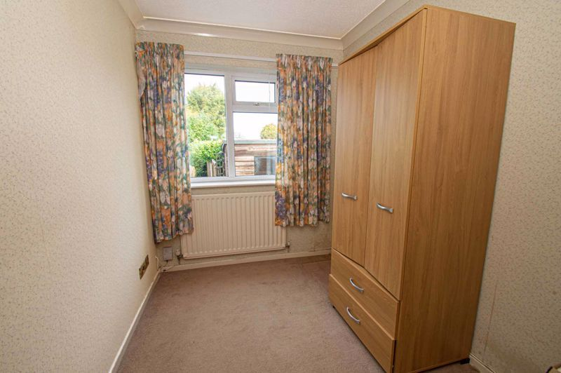 2 bed bungalow for sale in Newlands Drive 8