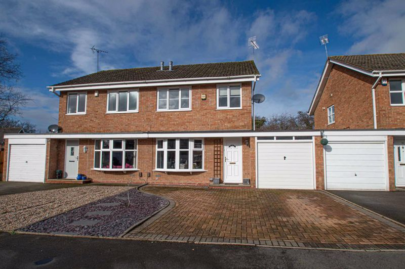 3 bed house for sale in Bartestree Close 1