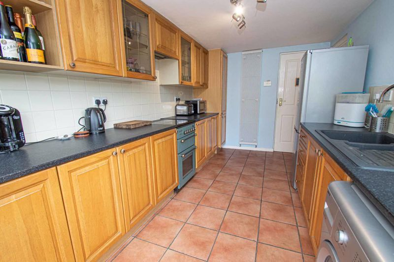 3 bed house for sale in Bartestree Close 7