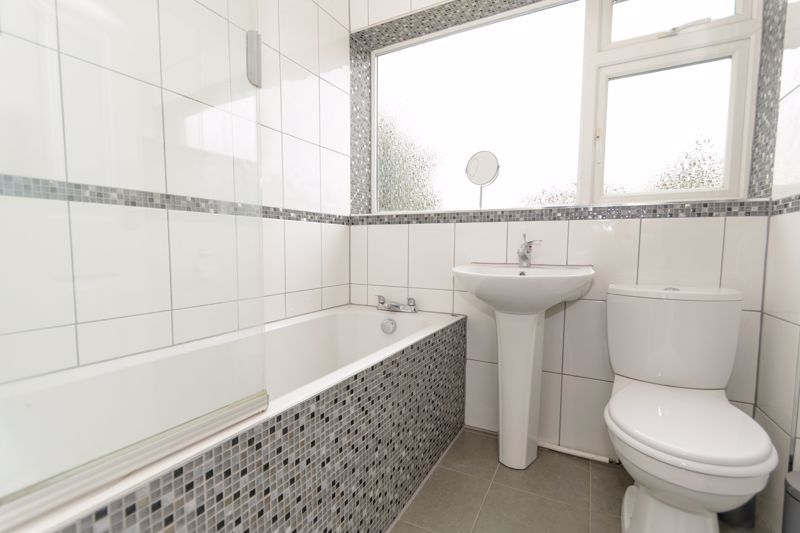 4 bed house for sale in Moorfield Drive 15