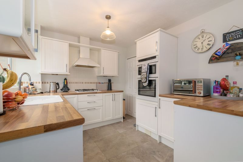 4 bed house for sale in Moorfield Drive  - Property Image 4