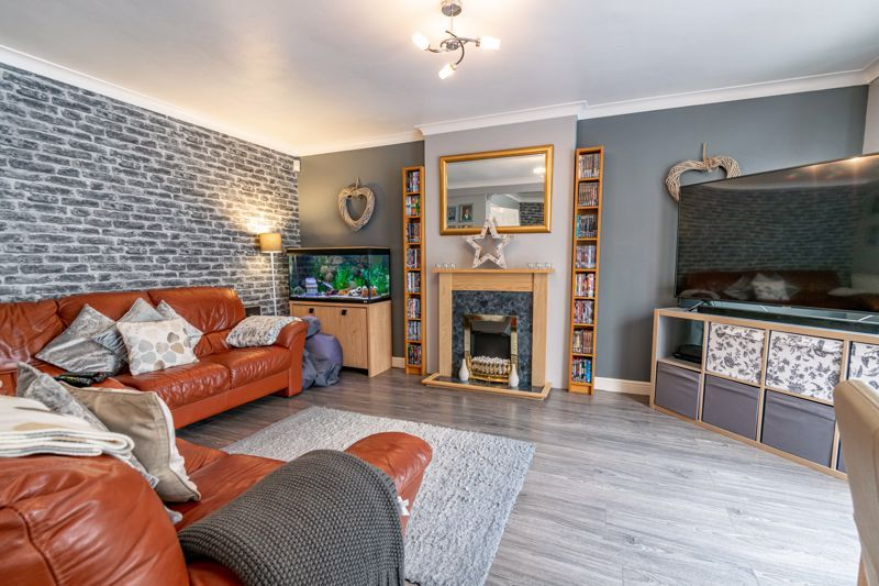 3 bed house for sale in Woodberrow Lane 2