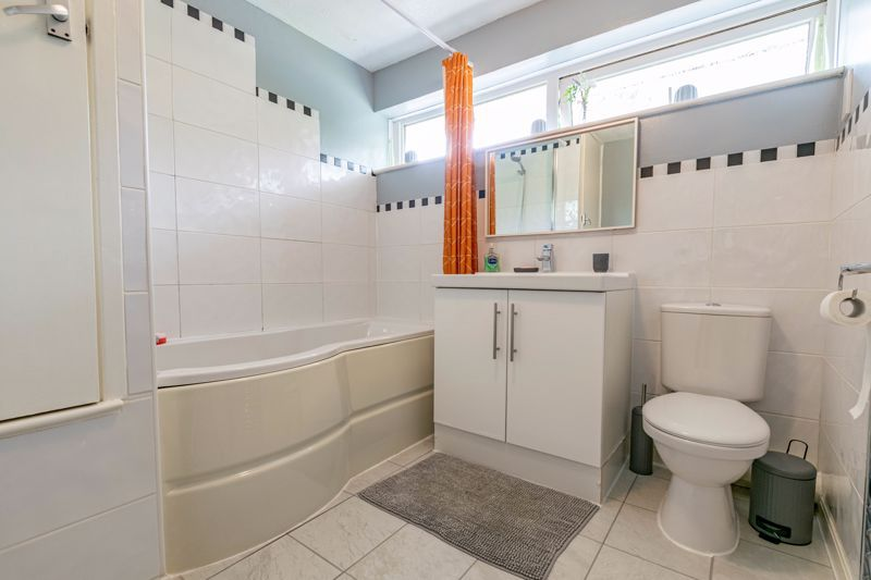 3 bed house for sale in Woodberrow Lane 11