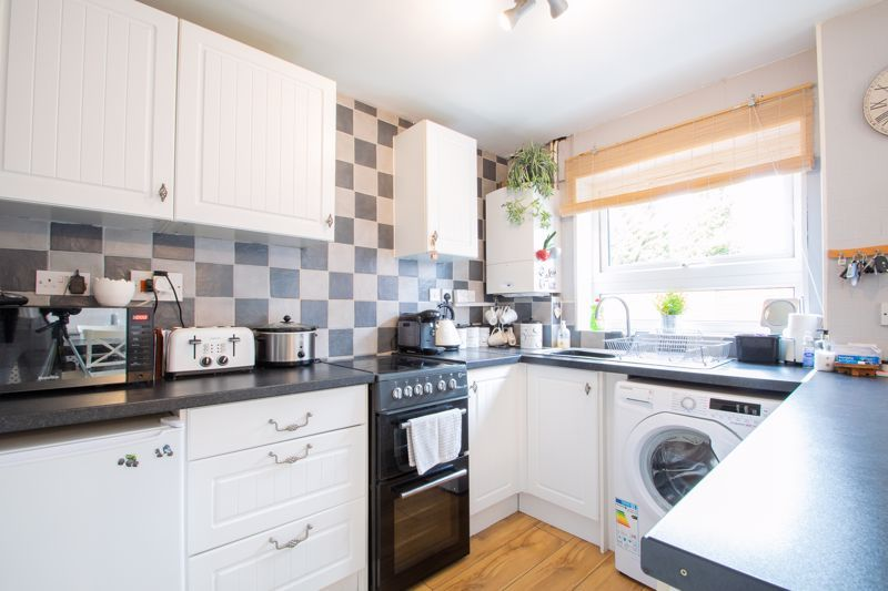 3 bed house for sale in Mendip Road  - Property Image 5