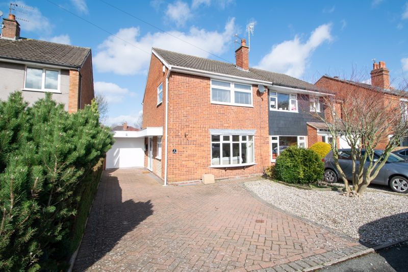 3 bed house for sale in Robins Close 1