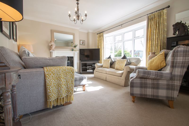 3 bed house for sale in Robins Close 2