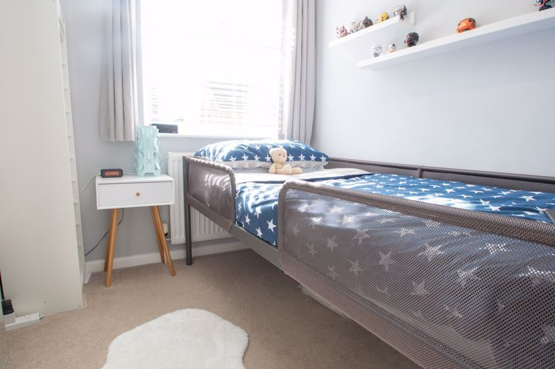 3 bed house for sale in Robins Close 11