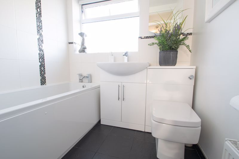 3 bed house for sale in Robins Close 12