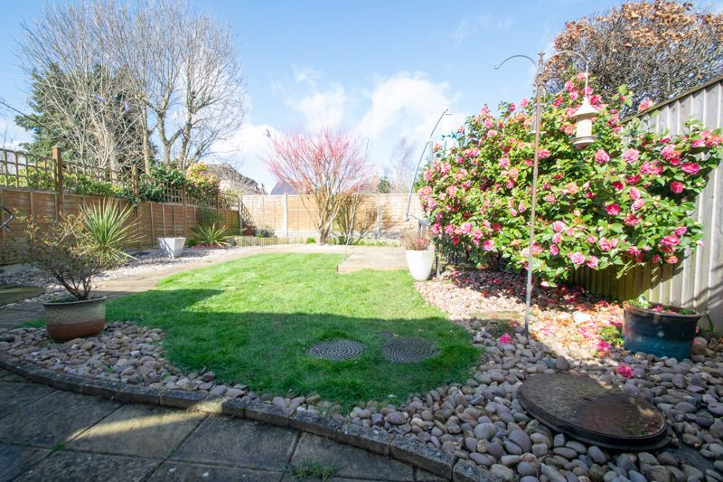 3 bed house for sale in Robins Close 13