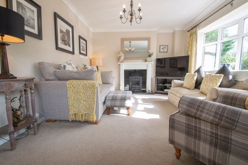 3 bed house for sale in Robins Close 14