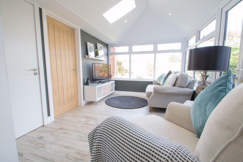 3 bed house for sale in Robins Close 16