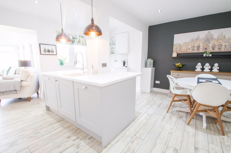 3 bed house for sale in Robins Close 4