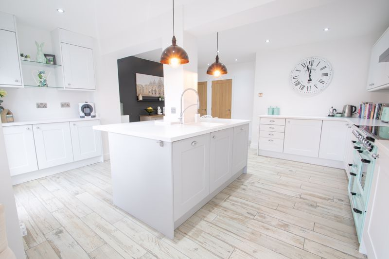 3 bed house for sale in Robins Close 5