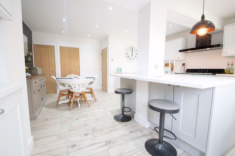 3 bed house for sale in Robins Close 6