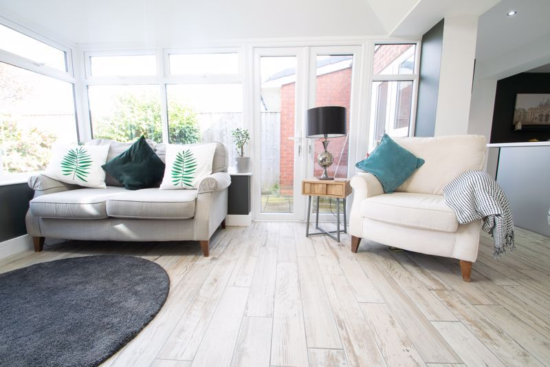 3 bed house for sale in Robins Close 7