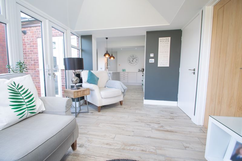 3 bed house for sale in Robins Close 8