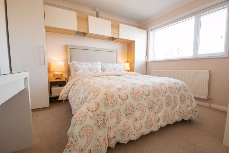 3 bed house for sale in Robins Close 9
