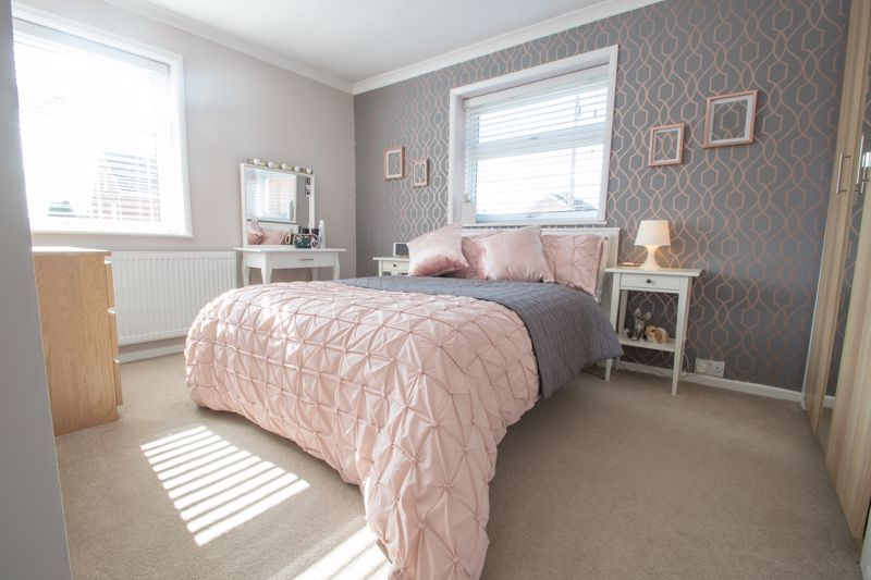 3 bed house for sale in Robins Close 10